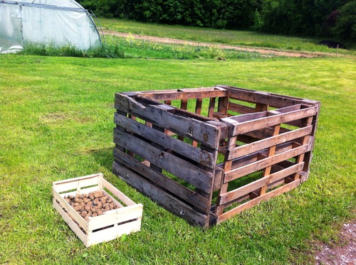 comment cultiver des pommes de terre sur 1m cube r ponse en image r enchanter le monde. Black Bedroom Furniture Sets. Home Design Ideas